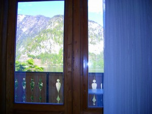 部屋から湖や遠くの景色