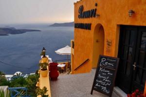 エーゲ海を見下ろす近くのレストラン