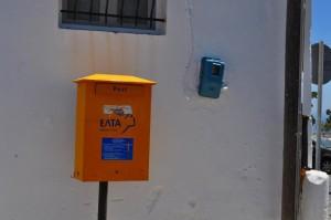 ギリシャのポストは黄色でした