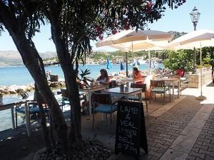 ビーチ脇のレストラン