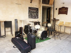 ジャズクラブを発見